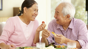 ผู้สูงอายุ กิน อยู่ ดูแลสุขภาพตนเองอย่างไร ?