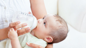 Overfeeding วิธีสังเกตว่าลูกดื่มนมเยอะเกินไป