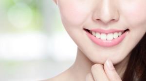 Senyum Cantik dengan Veneer Gigi