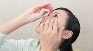 Penggunaan Kortikosteroid Topikal pada Keratitis Bakterialis