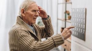 Tingginya Risiko Efek Samping Penggunaan Naproxen untuk Menghambat Progresivitas Alzheimer – Telaah Jurnal
