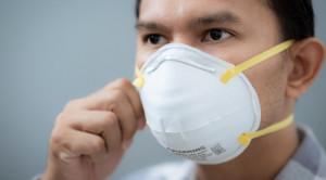 Efikasi Masker Bedah dan Masker Respirator N95 untuk Mencegah Infeksi Saluran Pernapasan pada Tenaga Medis