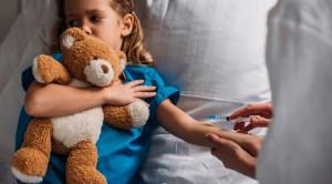 Metode Distraksi Aktif Lebih Superior untuk Manajemen Nyeri Prosedural pada Anak