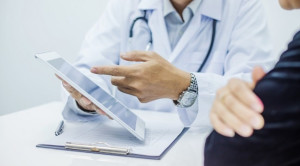 Pengaruh Pengambilan Keputusan Bersama terhadap Kemungkinan Pasien Mengajukan Keluhan atau Tindakan Hukum Studi Simulasi – Telaah Jurnal