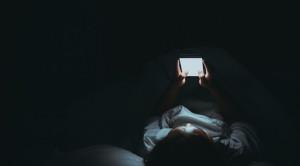 Studi Literatur - Bahaya Blue Light