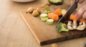 ผักสุกหรือผักสด เลือกอย่างไรให้ได้ประโยชน์