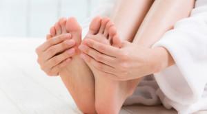 สาเหตุของอาการมือเท้าเย็น กับวิธีแก้เบื้องต้น