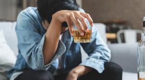 4 อาการแปลกหลังดื่มแอลกอฮอล์ที่อาจพบได้ในบางคน