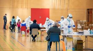 Mengapa Negara dengan Tingkat Vaksinasi COVID-19 Serupa Memiliki Luaran Berbeda – Telaah Jurnal Alomedika