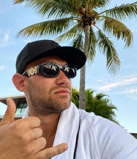 Рэпер Джиган после ссоры с Оксаной Самойловой показал седую бороду