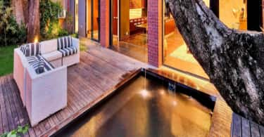 Luxury Rosebank Apartment, Chas Everiitt