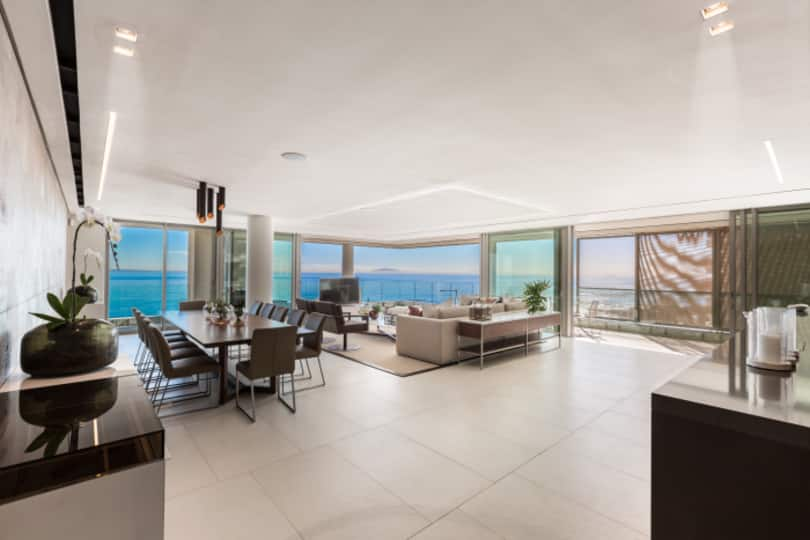 With fantastic views of Robben Island and the ocean, this flat, to let for R150 000 per month, is fully furnished and boasts luxury finishes.