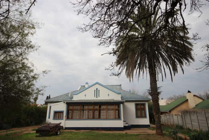This charming, north-facing three bedroom home in Oudtshoorn offers many additional features and is located close to town. Although it is need of some TLC, its structure and land size is all one needs to make this a lasting home for a growing family. The property is priced at R1.03 million through Pam Golding Properties.