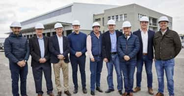 From left to right: Riaan Munnik - Growthpoint Regional Development Manager, Lloyd Nussey - Baker Street Properties Agent, Phil Hayes - Chairman The Laser Group, Stuart Morris - Financial Executive Laser Logistics, Johan Grobler - Growthpoint Leasing Manager, Johann Pretorius - Managing Director Laser Logistics, David Stoll - Growthpoint Regional Head and Martin Reynolds - Baker Street Properties Agent.