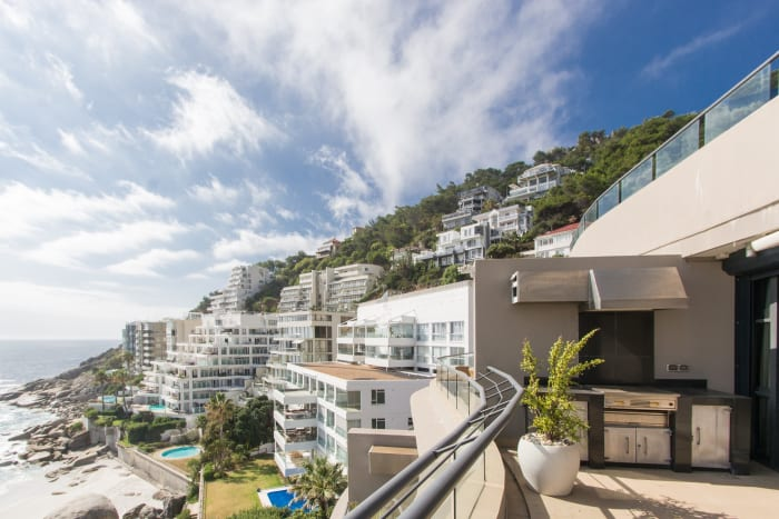 A luxurious two-bedroomed apartment located in one of Clifton's most exclusive complexes that overlooks and enjoys direct access to 1st Beach. It comes with secure parking, security and a 24-hour concierge service. Rental: R60 000/month