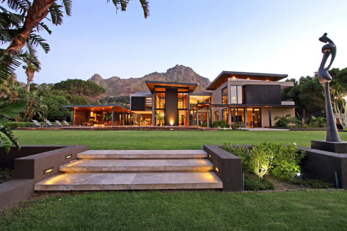R35m Hout Bay home, Seeff