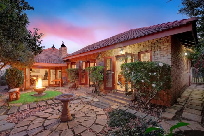 On the market for R1,998million through Fine & Country West Rand is this four-bedroom family home, well located in a secure estate. The gourmet kitchen sits at the heart of the home while all the living areas have an uninterrupted flow.