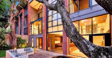 Luxury Rosebank Apartment, Chas Everiitt