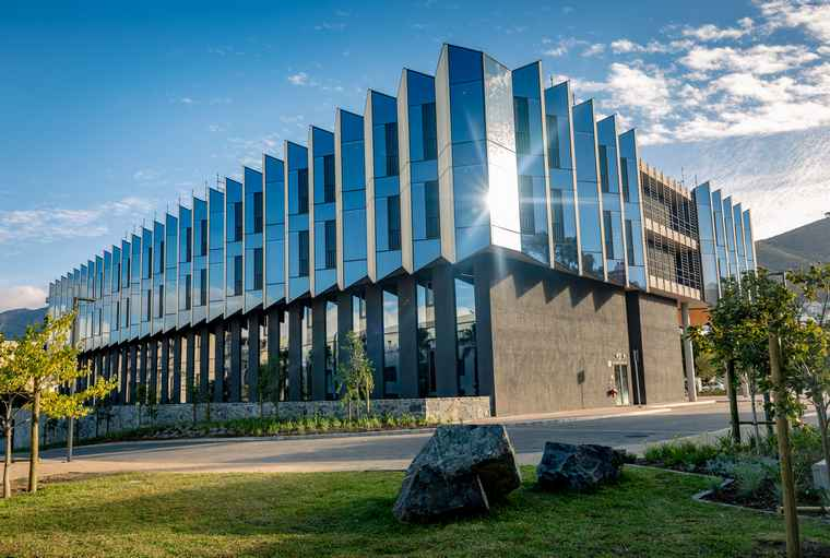 The northern corner of the Ridge building. The function of the sawtooth CLT façade corrects the north-south line, meaning the sun in the east strikes the CLT panel and cannot directly enter the building.