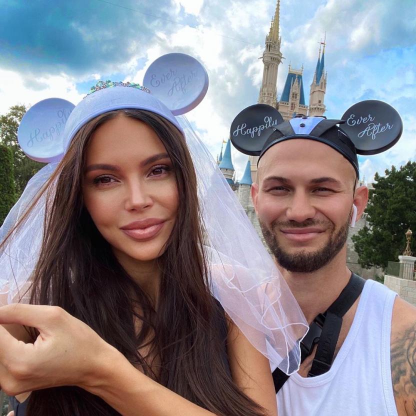 Оксана Самойлова спровоцировала слухи о разводе с Джиганом