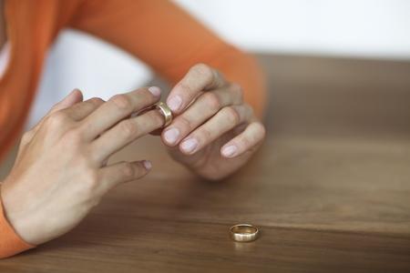 Оставить фамилию мужа после развода
