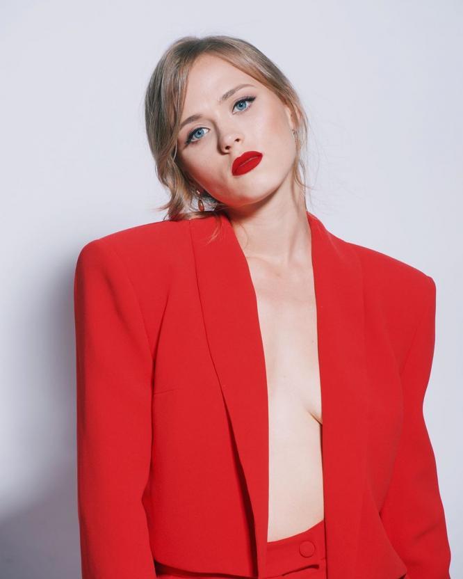 """Анна Кошмал заявила, что ее больше ничего не связывает с актерами сериала """"Сваты"""""""