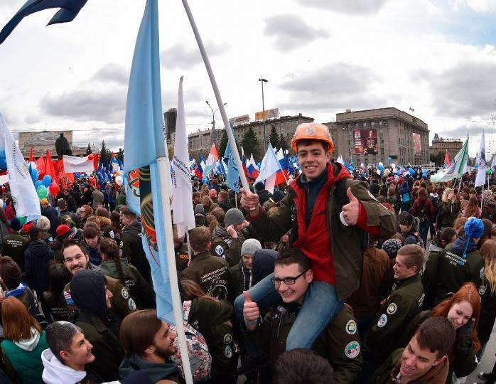 Демонстрации, флаги, цветы, родители: Якубович, Укупник и другие звезды вспомнили Первомай своего детства