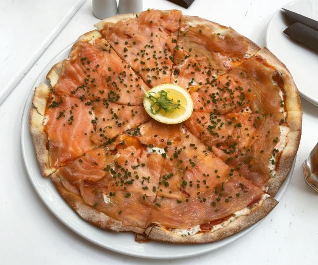 Как приготовить дома пиццу с лососем, как в «Симачеве»?