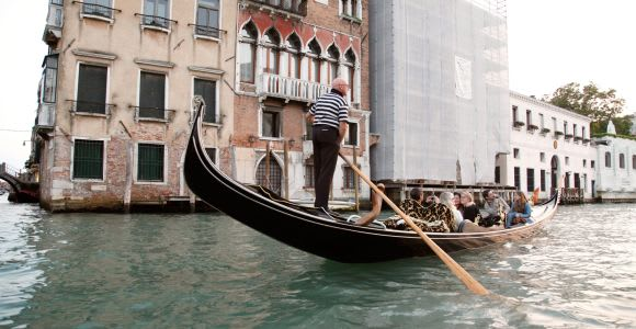 Venice: Walking Tour and Shared Gondola Ride