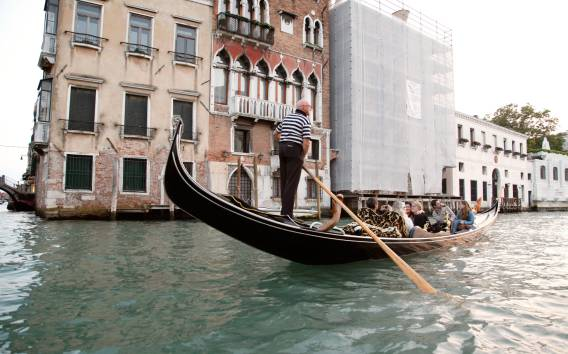 Venezia: tour a piedi e giro in gondola condivisa