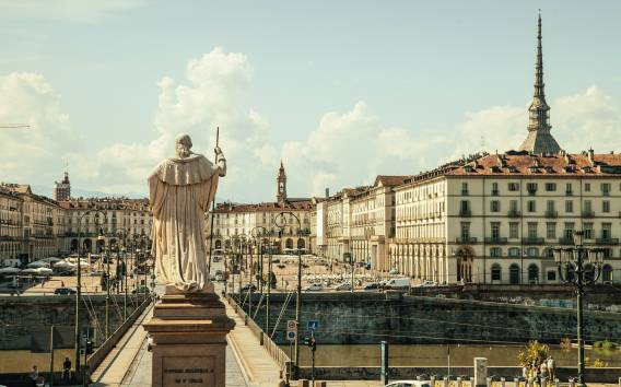 Welcome to Turin: Private Tour with a Local