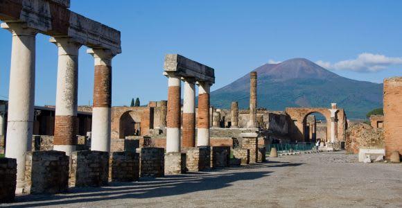 Pompeii & Vesuvius: Full–Day Bus Tour