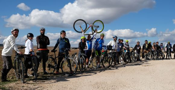 Bari: Trekking Bike Rental