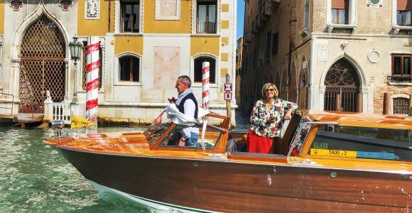 Traslado privado de la estación de tren de Venecia al hotel.