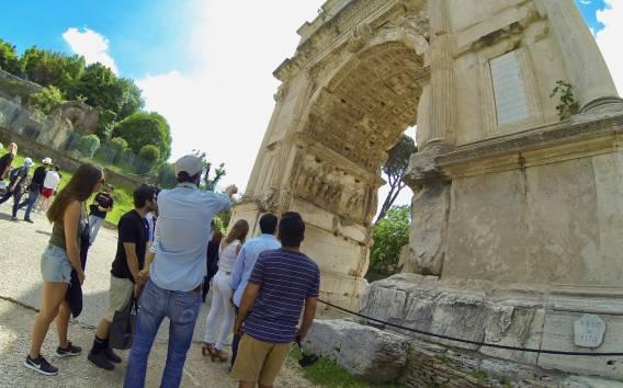 Roma: tour guidato al Colosseo con accesso prioritario