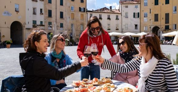 Lucca: Aperitivo Evening Food and Wine Tour