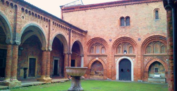 Bologna: Private Santo Stefano Tour with Food Tasting