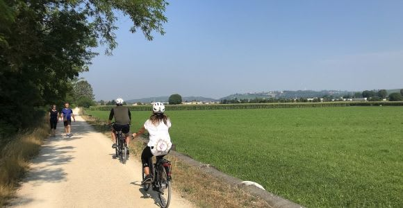 E-Bike Adventure Amongst Medieval Castles and Villages