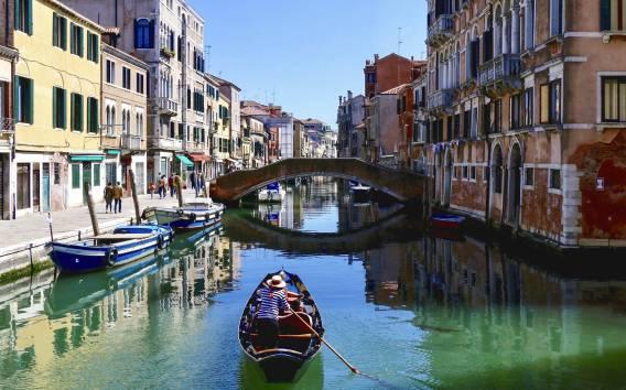 Venezia: tour a piedi serale guidato con corsa in motoscafo