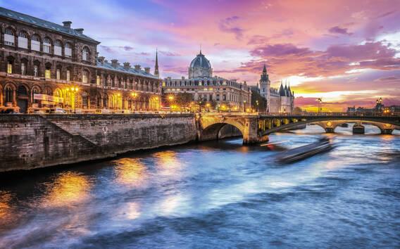 Paris: Evening Cruise with Dinner on River Seine