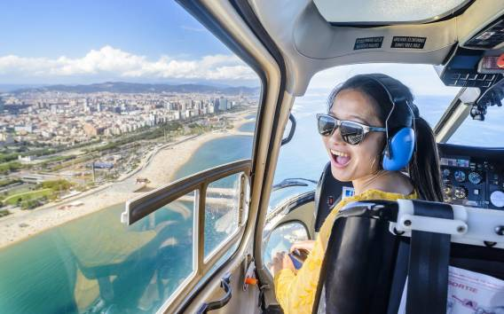 Barcelona: Helicopter, Walking, and Sailing 360º City Tour