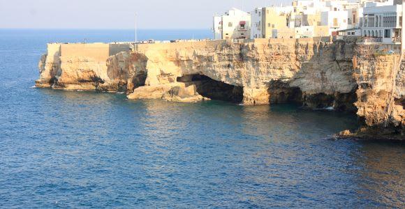 Polignano a Mare: 1.5-Hour Boat Tour with Aperitif