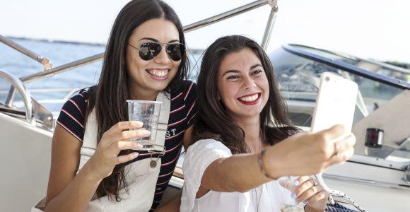 From Sirmione: Lake Garda Bar Crawl Boat Tour
