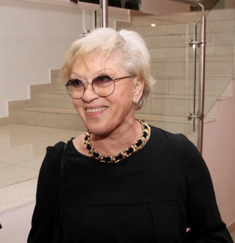 85-летняя Алиса Фрейндлих освоила видеосвязь на самоизоляции