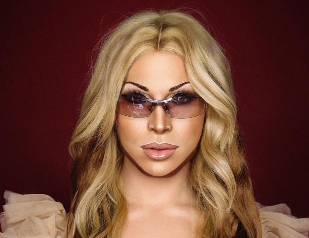 Сила макияжа: визажист с помощью косметики превращает себя в разных знаменитостей
