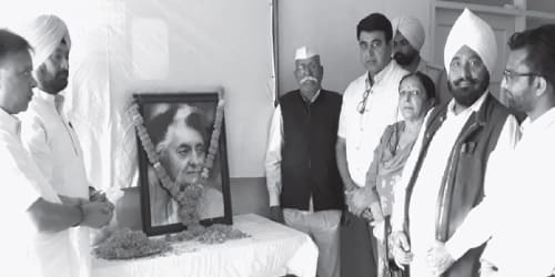 Congress paid tribute to Iron Lady Indira Gandhi and Sardar Vallabhbhai Patel also remembered