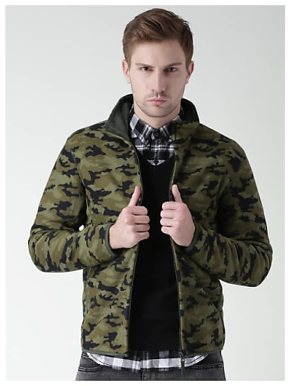 consider personalizing the look with,metersbonwe green camouflage print fleece sweatshirt