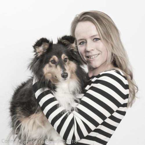 Dierenarts Lotte van der Raad met hond