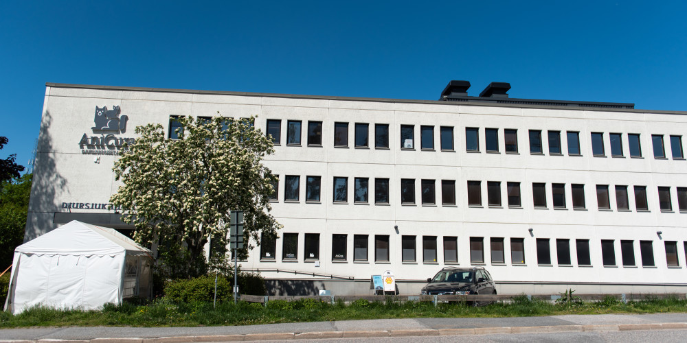 djursjukhuset albano fasad mot rinkebyvägen och huvudentré