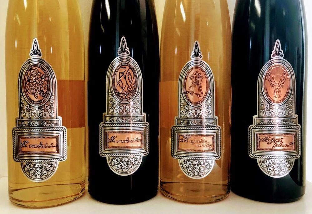 Fľaše s etiketami